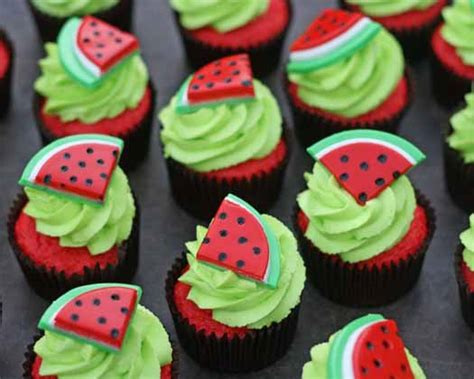 these watermelon cupcakes would be perfect for a picnic a collapsible how to make watermelon cupcake toppers cakejournal com