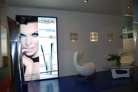 Mata Loreal l or 233 al reception area decoration