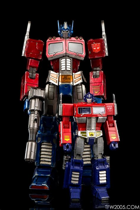 transformers g1 3a transformers g1 optimus prime in hand photo review