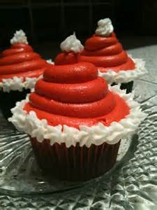 santa hat cupcakes loves to eat