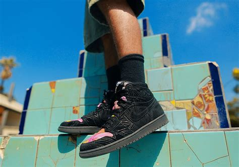 Nike Air 1 Retro Hi Los Primeros Pomb Sepatu Jalan Pria Premi air 1 los primeros pomb release date sneakernews