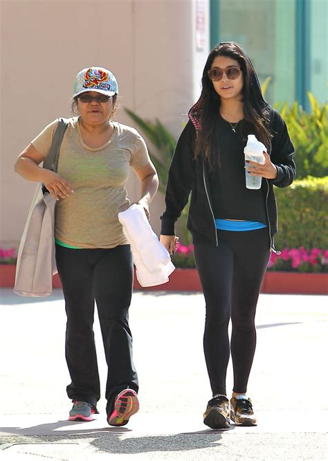 vanessa hudgens mom vanessa hudgens in vanessa hudgens chooses her mom as her