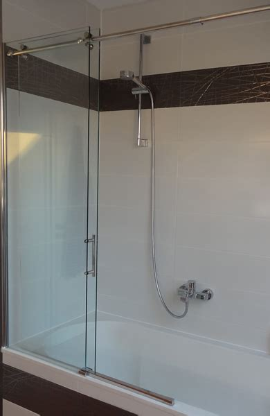 badewanne schiebet r glas dusche dachschrge kreative ideen f 252 r ihr zuhause design