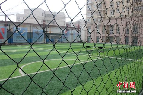 how to build a soccer field in your backyard fans build football field on top of office building