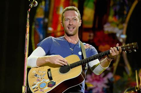 Why Is Millionaire Coldplay Chris Martin Sleeping by Coldplay S Multi Millionaire Chris Martin In Toe Curling