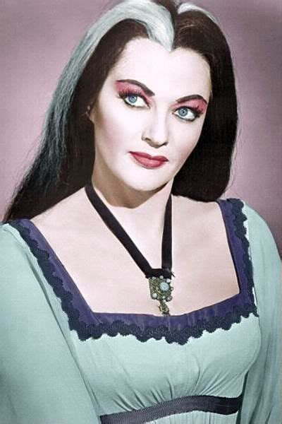 what the name of actress that plays porshia in empire portia de rossi to play lily munster in reboot of