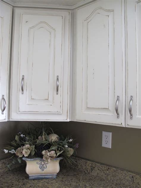 how to paint cabinets to look distressed how to diy distressed kitchen cabinets blogbeen