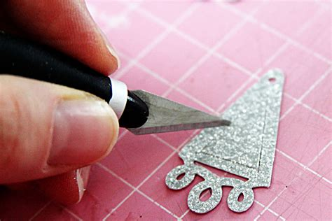 How To Make Jewelry Out Of Paper - magazine paper crafts diy jewelry