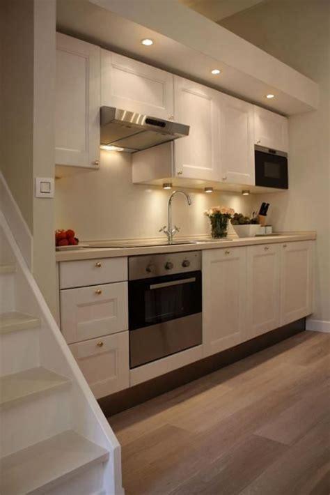 cucina con parquet cucina completamente attrezzata con armadi in legno