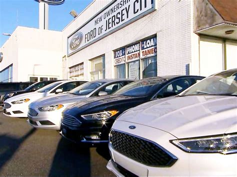 kelley blue book sees new vehicle sales topping 13 3 million units how to score the best deal on a brand new car before the new year arrives abc news