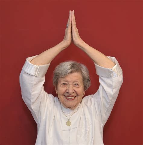 woman qigong  international qigong foundation