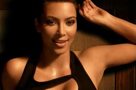 ups commercial actress kim kardashian replaced by dog for skechers super bowl