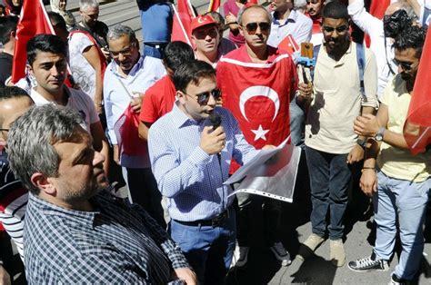 consolato turco a presidio al consolato turco volantini e cori a