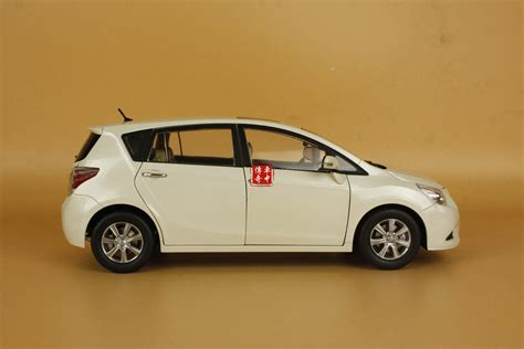 mpv toyota 1 18 toyota ez mpv fuv verso white color diecast model car