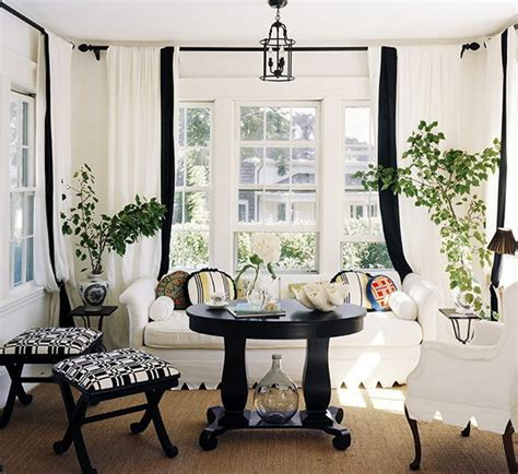 Black And White Decorating Ideas For Living Rooms by 21 Black And White Traditional Living Rooms Digsdigs