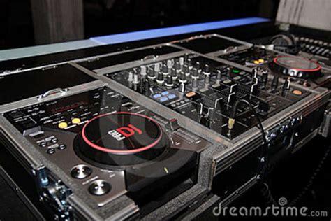 mix table dj dj mixer table its to dj