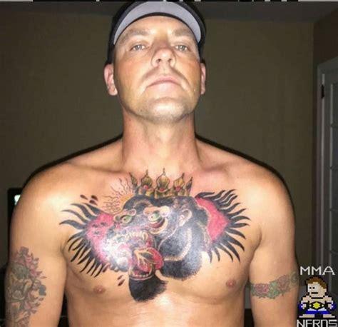 mcgregor tattoo arm alguns f 227 s que tatuaram o rosto de conor mcgregor no corpo