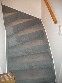 gewendelte betontreppe montagebau karstens g 252 nstige holztreppe l 252 beck