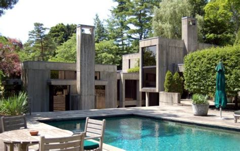 gypsy wagon and 80s brutalist flair in new york realtor