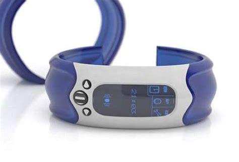 quivering wrist alerts deaf alarm table