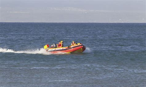 boat shop jeffreys bay jeffrey s bay family rescues 3 teenagers nsri