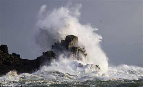wavestormthegrease com storms red alert conditions to worsen this weekend huge