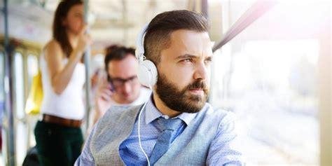 Mendengarkan Musik ternyata mendengarkan musik saat di perjalanan itu