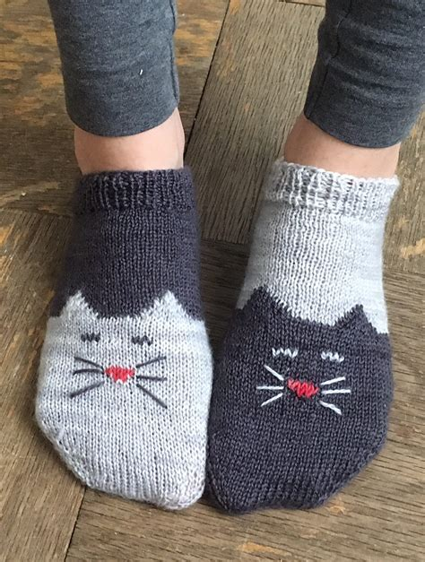 pattern for knitting socks starting at the toe free knitting pattern for yinyang kitty socks toe up