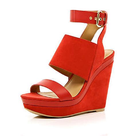 We All Like The Peep Toe But How Bout The Peep Toe Knuckle Introducing Givenchy Cutouts by River Island Peep Toe Platform Wedges We Want