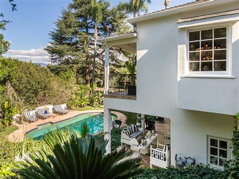 faye resnick house real housewife faye resnick sells hollywood hills showplace