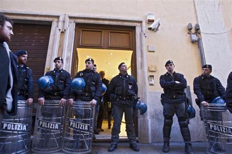 sede nazionale pd disoccupati assaltano la sede pd termometro politico