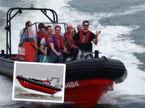snelheid speedboot speedboot varen met 90 km u racen over het water