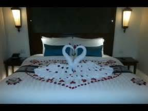 Decorating Ideas For Wedding Hotel Room Honeymooner Set Up Hotel Bed Room Decor Hotel Room Set