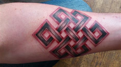 endless knot tattoo 32 terrific exles for endless knot tattoos golfian