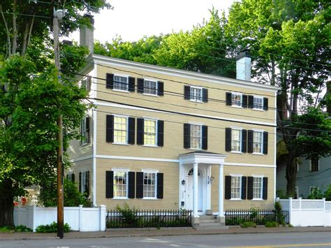 13 mad style homes you 13 colonial style homes for sale in the 13 colonies