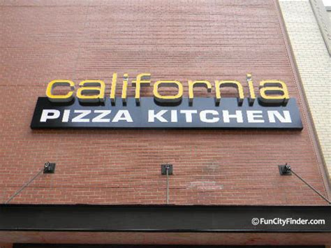 California Pizza Kitchen Indianapolis by California Pizza Kitchen Restaurant In Downtown