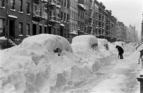 the blizzard black and white photos from the great blizzard in new york city december 1947 vintage everyday