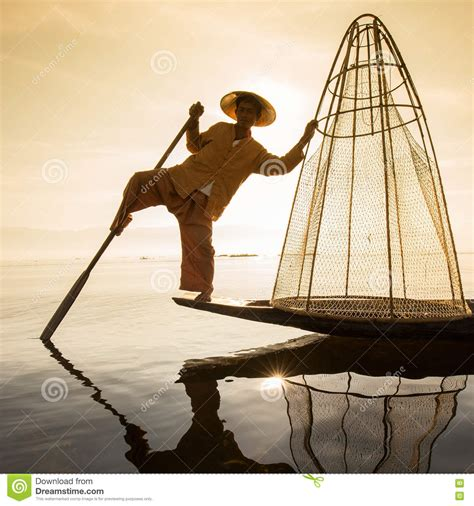 Www Handmade - burmese fisherman on bamboo boat catching fish in