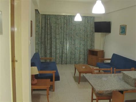hotels with in room bay area tv area in the room bild helios bay hotel paphos tripadvisor