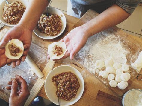 new year jiaozi recipe pork and cabbage dumplings 鍋貼 guotie 餃子 jiaozi for