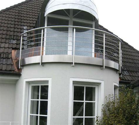 balkon holzgeländer außen max sommerauer gmbh balkonsanierung terrassensanierung