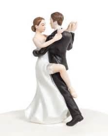 dancing wedding cake topper cake and cupacke