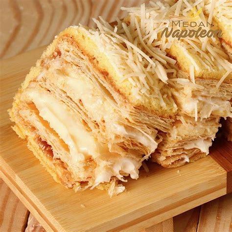 Ac Aux Di Medan jual kuliner khas medan napoleon banana crezy oleh