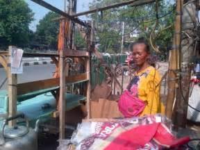 Karpet Murah Di Pasar Gembrong penertiban pasar gembrong nenek cari pasrah lapak 25