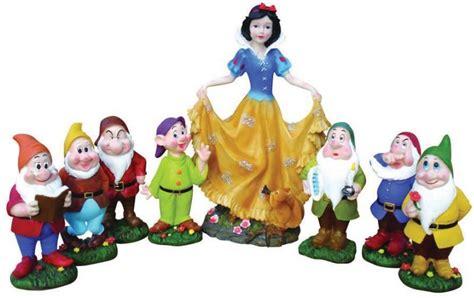 biancaneve e i sette nani da giardino statue colorate fratelli vagnoni store per arredare