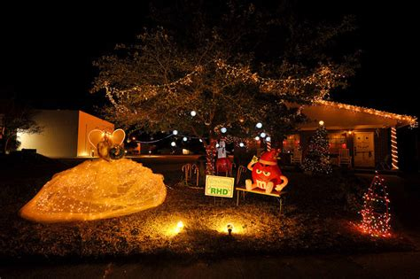 christmas reflections in defuniak springs featured