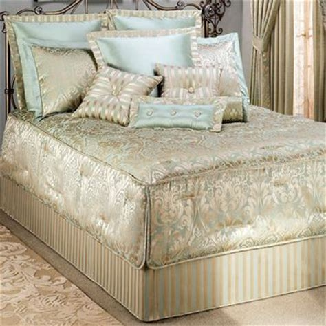 fitted bed coverlet quilted bedspreads outline quilted fitted bedspreads