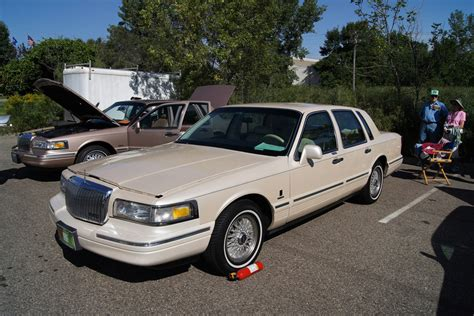town ford lincoln lincoln town car ford crown pictures auto express