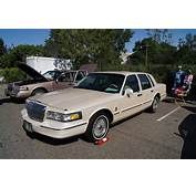 Lincoln Town Car/Ford Crown Victoria Pictures  Auto Express