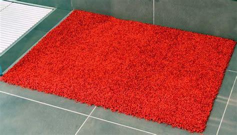 tappeto bagno antiscivolo come rendere il bagno sicuro tappeti antiscivolo e altri